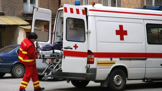醫院旁墜樓為什麼不能直接處理,還要等救護車?醫師有話要說