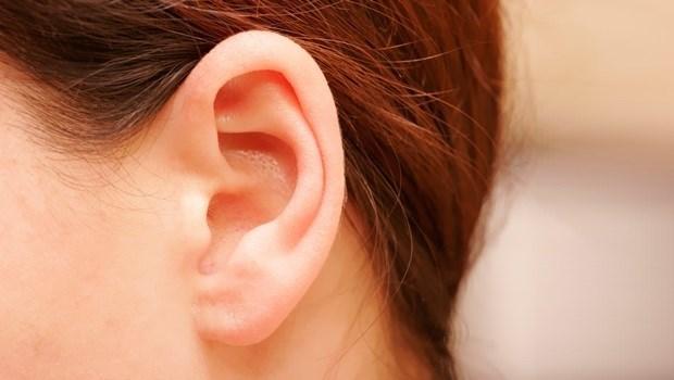 按對穴道就能瘦!每天「拉耳朵」1分鐘,解決畏寒、浮腫、小腹凸