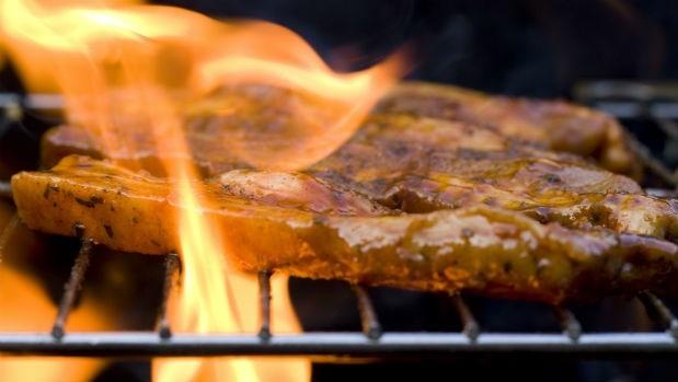 中秋烤肉必看》鐵網、鐵盤、石板...4種烤肉方式哪個最健康?