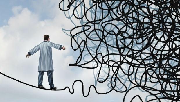 酗酒醫師背後的辛酸:醫療糾紛、過勞...救人醫師想自殺!