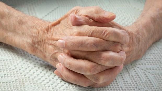 我的病,該開刀嗎?86歲罹癌病人心聲:正因為我不懂,請醫師別說「你自己決定」