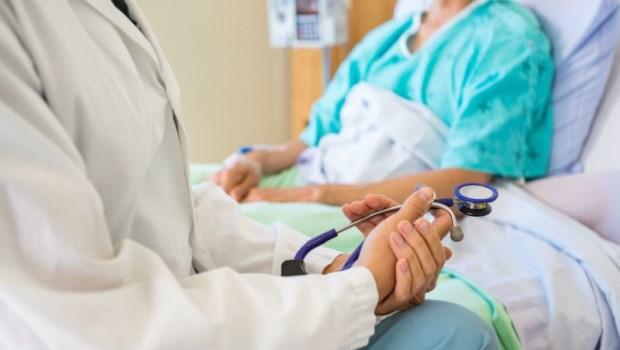 明明做化療可以救命,病人卻決定放棄...一個癌症醫師的告白:把醫療決定權留給病人,真的對嗎?