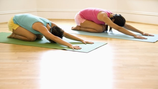 把沾黏的肌肉拉開來,才能真正放鬆!3個拉筋最佳時機,解救累一整天的痠、痛、緊