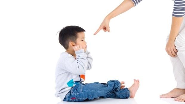零食絕對禁止、不能吃藥會傷身體...兒科醫師的觀察:高學歷的父母,容易對第一個孩子要求十全十美