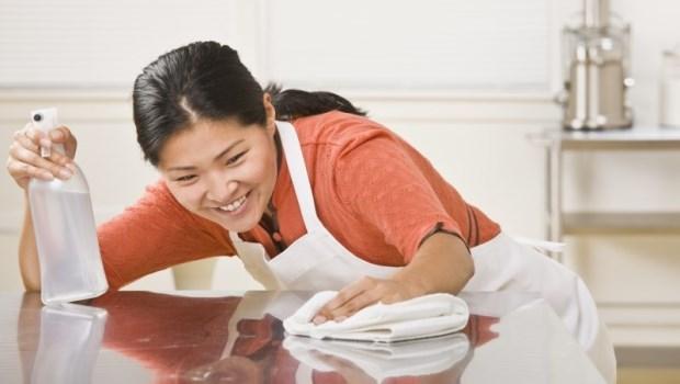 吃菠菜那天清瓦斯爐、喝可樂那天掃馬桶...家事女王傳授:10個必學懶人掃除技巧