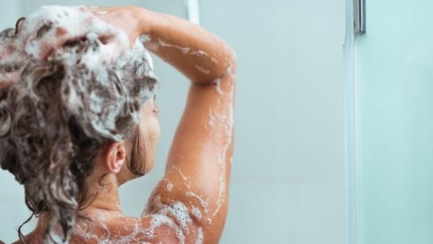 日本實驗:洗澡時多一個小步驟,只要10分鐘,就能讓你睡更快、更熟