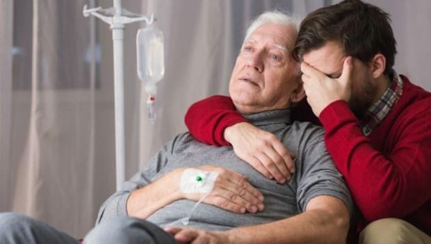 「幫爸爸放鼻胃管好不好,我不想看他餓死…」安寧醫師:打破「鼻胃管」4個迷思