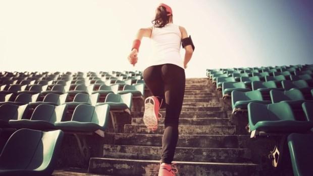 爬樓梯時這樣做!東大教授教你訓練「大腰筋」,養成一個習慣就能消肚提臀
