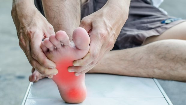 足底筋膜炎,就像腳底的彈簧壞掉了!物理治療師教你2個動作對症緩解