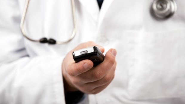 在醫院找人關說,真的會被特別照顧?一個醫師的告白:我接到電話時,心裡是這樣想....