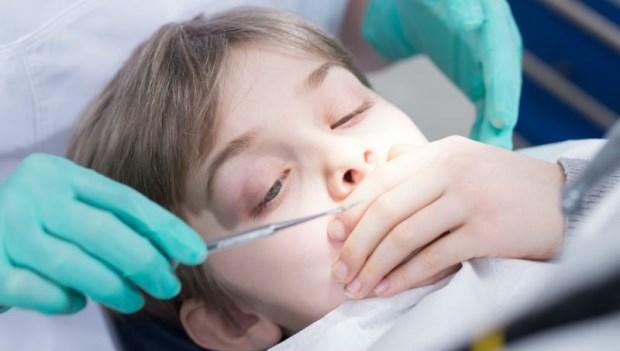 4招訓練孩子不再怕看牙醫!小孩看牙時哭鬧,爸媽最該做的一件事是...