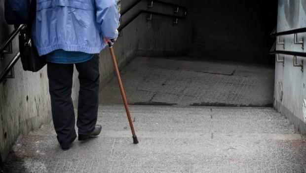 失智症權威醫師:老人跌倒要人命,切記3大防跌要點