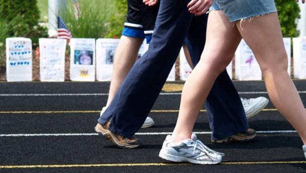身體90%的疼痛都是因為「腿歪斜」!日本骨科權威:「抬膝走路」才是健康秘訣