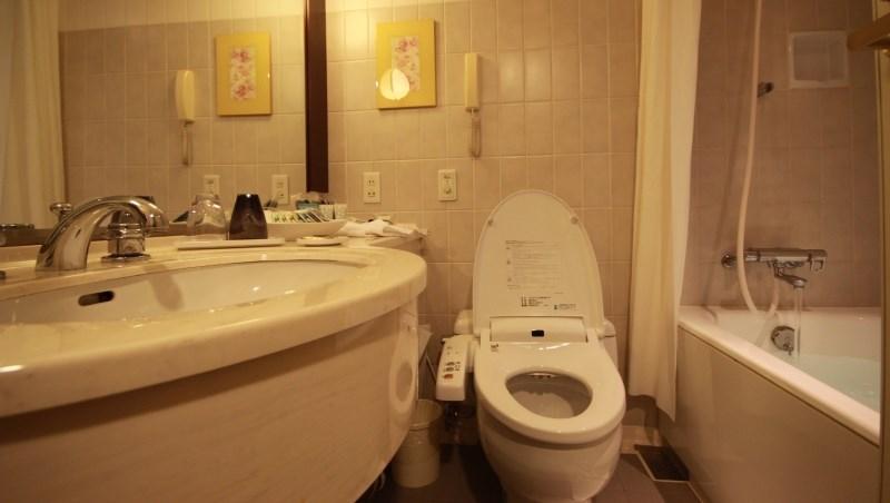 過年大掃除必學》浴室發霉好惱人?教你從天花板到磁磚、矽膠,一次讓黴菌滾出去