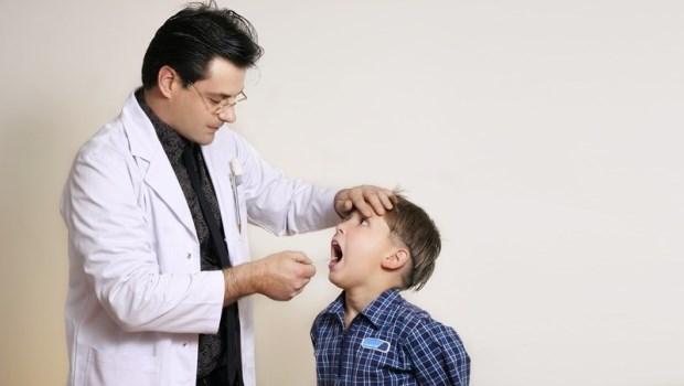 不要吃藥≠不要看醫師!兩個診間故事告訴你:爸媽們早該更正的兩個觀念