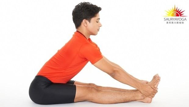 唰~一個瑜珈動作,整個後背的筋都拉到!「身體對折」對健康的11種好處