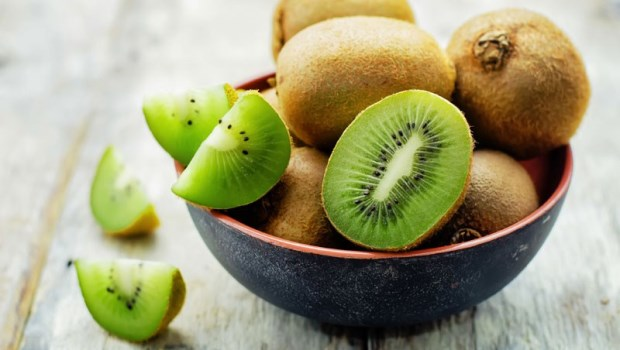 奇異果「飯前吃」還是「飯後吃」好?醫師告訴你,這樣吃奇異果才能助減重、控血糖