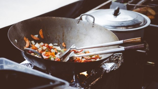 沙拉油、豬油、橄欖油、椰子油...營養師告訴你:什麼時候該用什麼油?