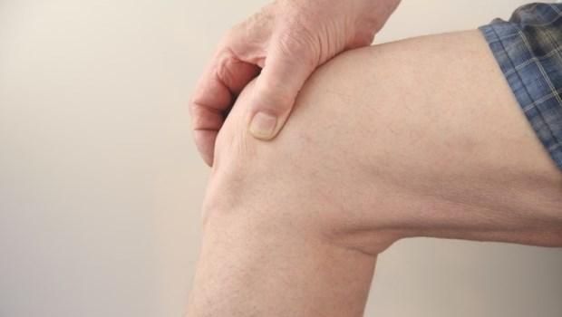 吃葡萄糖胺、打玻尿酸,真的對膝關節退化有幫助嗎?醫師告訴你真相是...