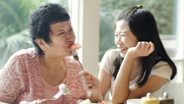 對父母的態度,決定你過怎樣的人生!照護中風丈母娘14年的領悟:孝順是人生最美好的事