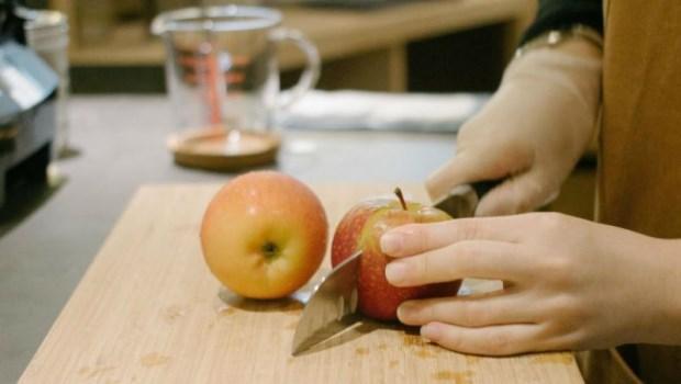 現切水果較營養?一個實驗告訴你,水果切完放冰箱6天後,會發生什麼變化