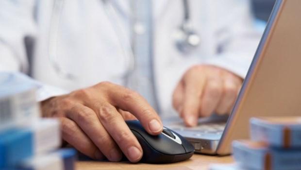 「病歷都寫在電腦裡,幹嘛問這麼多?」醫師喊冤:在門診常見的3個誤解