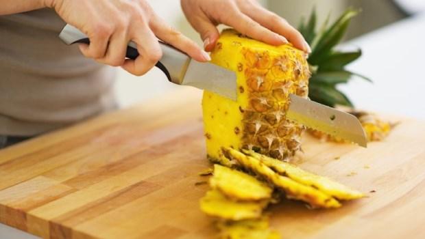 鳳梨皮別丟!做成「鳳梨酵素」,洗碗、洗食材、除油垢通通用得上~