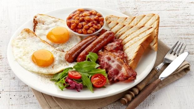 早餐要吃得像國王?一個研究告訴你:沒有吃早餐習慣的人,逼他吃只會害他變胖!