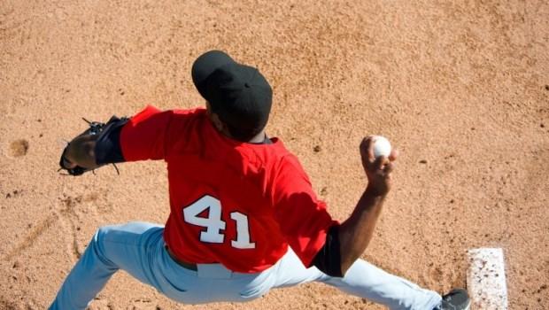 不只有棒球!球類運動為什麼容易手受傷?運動傷害防護員:關鍵在肩胛骨