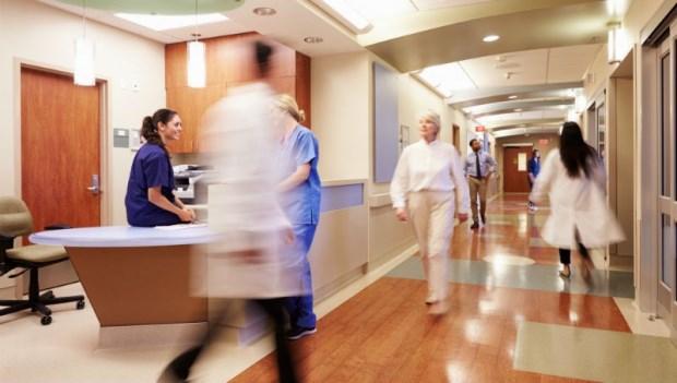 誰有資格坐護理站的椅子?從台灣和澳洲的醫院文化,看出實習生的心酸