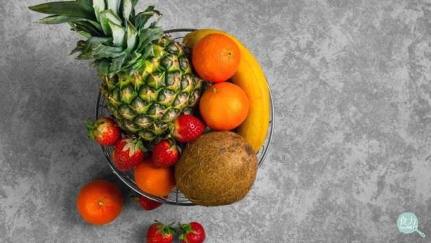 草莓空心是加了膨大劑?香蕉「頭尾綠中間黃」易致癌?揭密4大水果傳言真相!