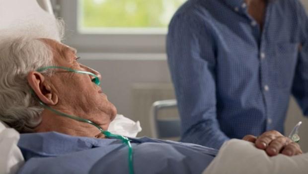 如果年老失智後吃不下,該裝鼻胃管嗎?家庭醫師自己的選擇是...