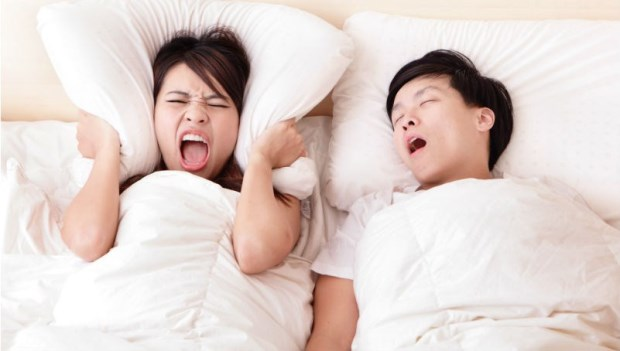 睡覺「打呼」不要緊?小心引發高血壓、糖尿病,嚴重的話,睡到一半還可能腦中風