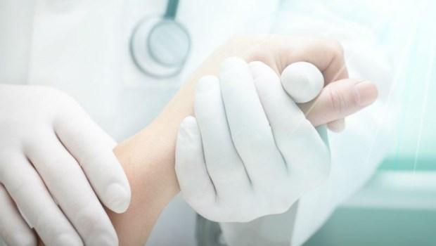 (照片驚悚!慎入)直腸腫瘤都長到外面來了...癌症醫師用一張照片呼籲:拜託大家接受正統醫療