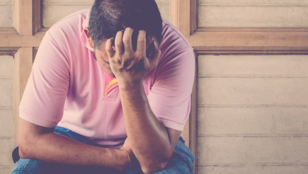 一場不知何時結束的喪禮...一個45歲男子:照顧失智父10年,我沒哭,我只是心痛
