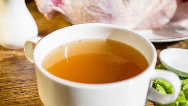 生病開刀喝「滴雞精」補身?醫師警告:這種人喝多了反而傷腎!