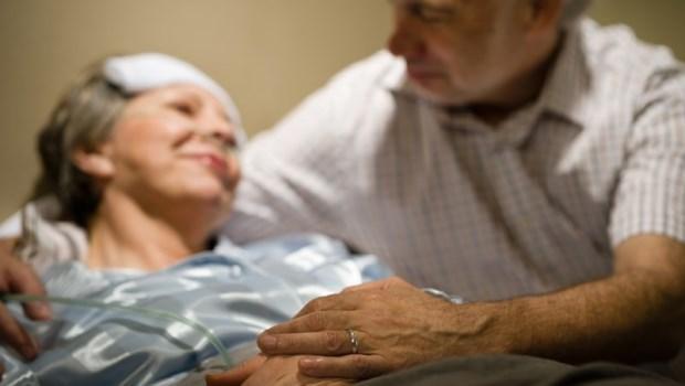 用管子灌食妻子,就像是恩將仇報…從醫師眼中,看日本人追求「老衰死」的善終智慧