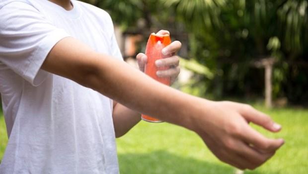 防蚊液一直補擦才有效?藥師告誡:有「敵避」成分,一天不能噴超過●次