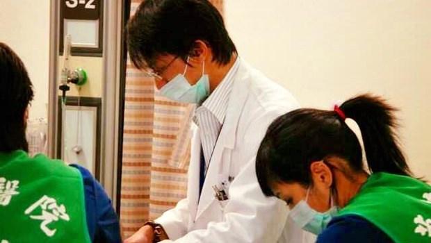 放棄9年急診生涯,轉做醫美的醫師告白:那些留下來的人都是菩薩,卻被自己老闆捅一刀