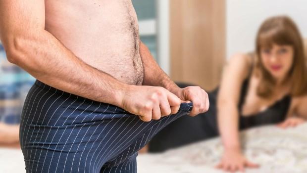 """Plus important que la durée de vie, la """"taille des testicules"""" affecte la capacité sexuelle d'un homme!  Le médecin vous apprend à utiliser un geste ..."""