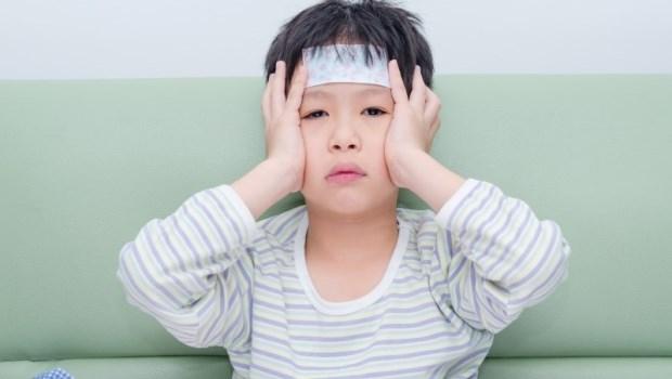 夏天常見發燒5原因》一張圖教你判斷:流感、腺病毒、腸病毒、登革熱、皰疹性齒齦炎