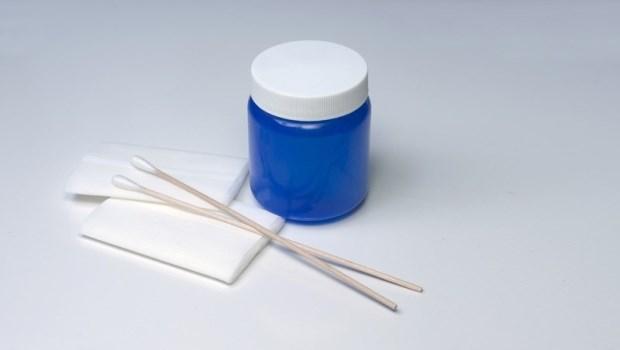 別再特別買棉花棒來擦藥了!藥師:其實不花錢的●比棉花棒更好用