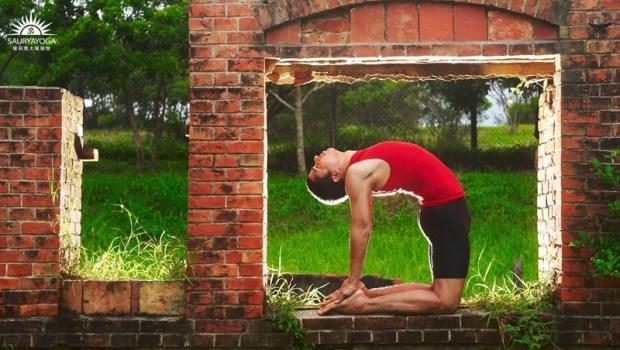 一個動作把脊椎回正,讓孩子長高高!10個「轉大人瑜珈」,一次調整身心靈~