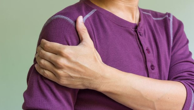 肩膀好痛!A醫生說「肌腱撕裂」,但B醫生說「五十肩」...我被誤診了嗎?復健科醫師揭真相
