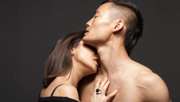 埋進男友脖子和臂膀,流一點汗更香...為什麼很多女生超愛聞男友「體味」?