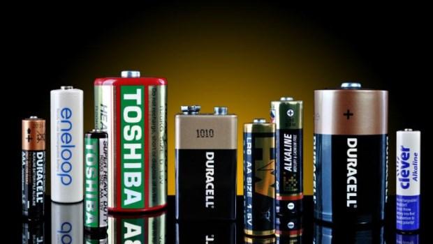 為什麼有些電池常常漏液?一次搞懂:碳鋅電池、鹼性電池、充電電池的使用秘訣