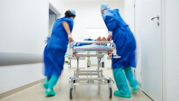 一面急救壓胸、一面七孔流血,「腸病毒重症」就算救回來也是慘勝...兒科醫師告誡:3症狀馬上就醫