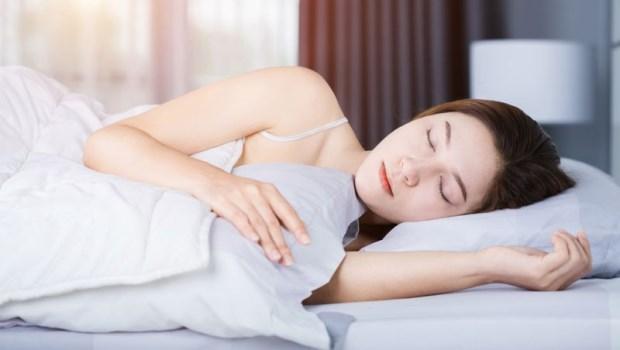 睡不到7小時,罹癌率高50%!天天運動,不如睡好一覺...家醫科醫師:「90分鐘黃金原理」擺脫失眠
