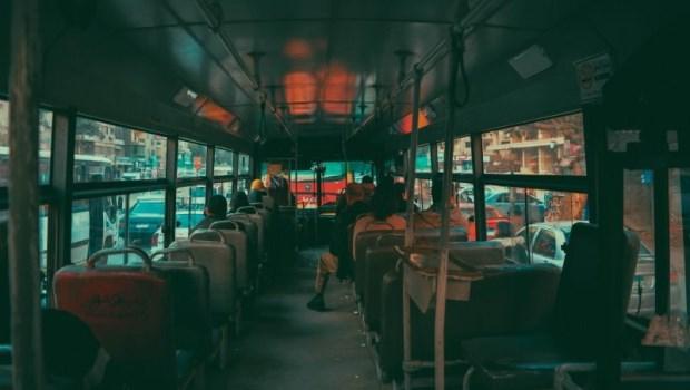 「70歲老人讓座給90歲老人...」我在208公車上,看到了台灣人的老後有多凶險