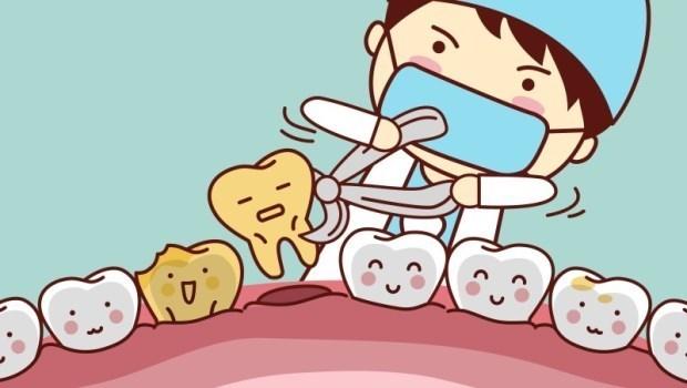 拔牙後的傷口,食物殘渣跑進去怎麼辦?千萬不要刷!牙醫師建議的做法是...
